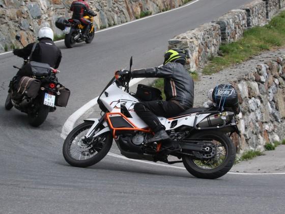 2 Esel auf einem Moped am Stilfser Joch